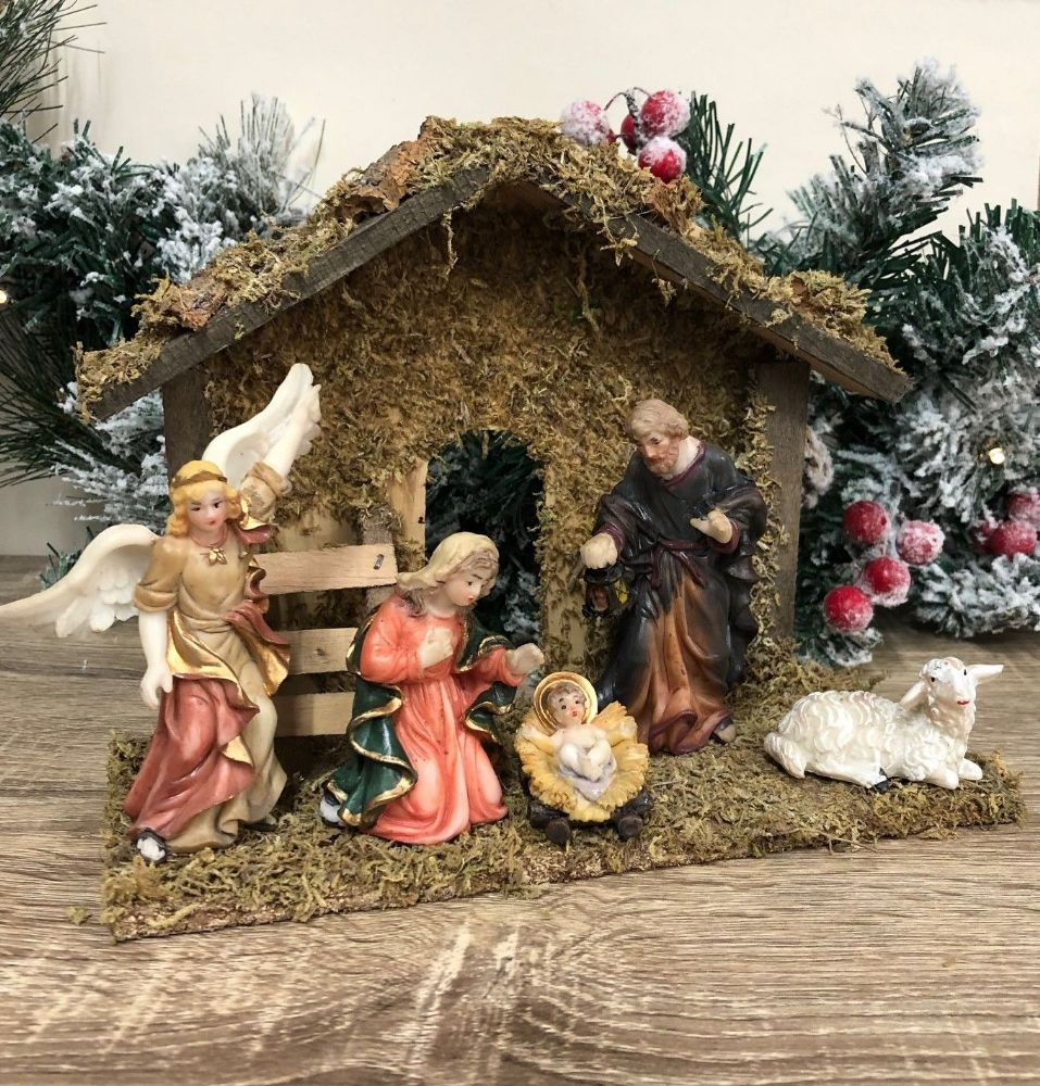Traditional Christmas Nativity Set with 5 Figures & Wooden Shed